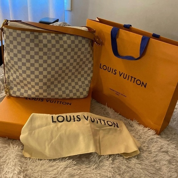 Louis Vuitton Handbags - Delightful pm